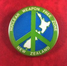 Button Pin Badge NUCLEAR WEAPON FREE ZONE NEW ZEALAND. Rare Metal Vintage.