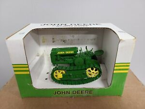 "John Deere ""MC"" Crawler w/ Steel Tracks No Blade SpecCast JDM164 1:16 Scale Toy"