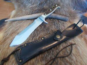 Puma, White Hunter,mit Hirschhorngriffschalen Modell Nr. 6375,mit Messerständer.