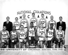 1961 CINCINNATI BEARCATS 8X10 PHOTO BASKETBALL NCAA NATIONAL CHAMPS
