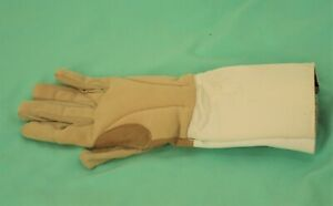 793 ABSOLUTE FENCING GEAR R/H GLOVE,  SZ S, VERY GOOD CONDITION.