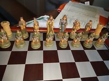 Schachbrett Holz mit Figuren, komplett