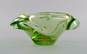 Green Murano bowl in mouth blown art glass. 1960s.