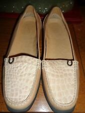 ARIAT WOMENS FLAT BEIGE LEATHER EMBOSSED CROC VAMP 7M LOAFERS NEW WITHOUT BOX