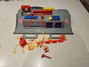 Matchbox 1989  Car Carry Case  Garage Play set