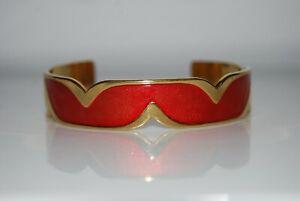 VINTAGE ELEGANT COUTURE RED ENAMEL ON GOLD TONED METAL STATEMENT CUFF BRACELET