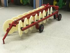 1/64 ERTL CASE IH V WHEEL RAKE