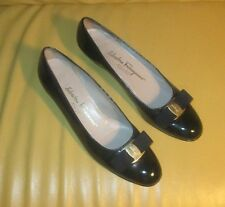 SALVATORE FERRAGAMO CLASSIC BLACK  WOMENS LEATHER SHOES SIZE 10 AA VERY NICE !