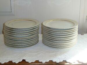 ASSIETTES PLATES EN PORCELAINE DE LIMOGES : 24 pièces