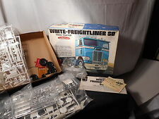 Model Semi Kit White Freight Liner SD