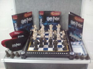 Harry Potter Chess Set Incomplete + Booklets.
