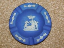 EARLY 20th CENTURY WEDGWOOD BLUE JASPER DIP ROUND ASHTRAY ANGEL & PUTTI CHERUBS