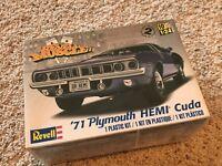 Revell 1971 Plymouth Cuda Hemi Plastic Model Kit 1/24 Sealed Box New 85-2943