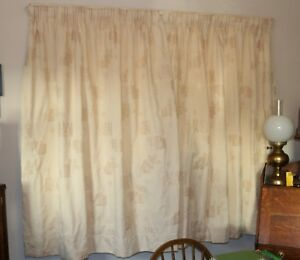 """Pair of 127cm x 137cm (4ft x 4ft 6"""") Light Cream Fawn Damask Lined Curtains"""