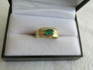 18ct Yellow Gold Natural Colombian Emerald Band Ring with Valuation of $8,575.00