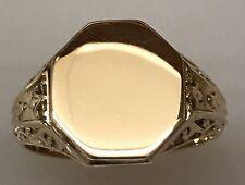 Unique Vintage Yellow Gold Signet Ring with Secret Compartment !