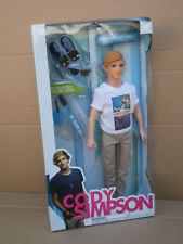 Cody Simpson Celebridad retrato Gold Coast Barbie Skipper Chico Ken Muñeca 2011