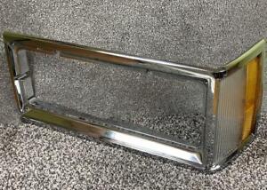 '81-87 Cutlass SEDAN/WAGON DRIVER Headlight Bezel Trim Corner Marker Light OEM