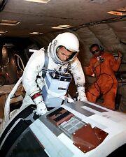 GEMINI 11 BACKUP ASTRONAUT BILL ANDERS ABOARD KC-135 - 8X10 NASA PHOTO (AA-325)
