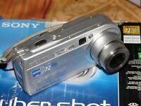 Sony Cyber-shot DSC-P150 7.2 MP - Digital Kamera - Silberne