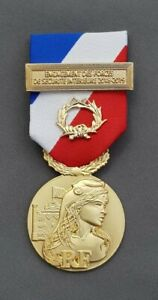 Agrafe  ATTENTATS AUDE 2018  Métal Argenté Médaille de la Sécurité Intérieure