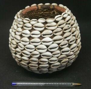 Ancienne Vannerie Africaine: Pot, Panier tressé recouvert de Cauris ( Afrique
