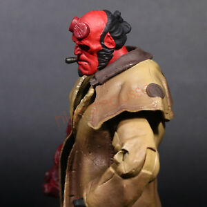 """Mezco Hellboy Golden Army Smoking 7"""" Action Figure Collection Series 2 Doll"""