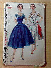 Vintage 1950s SIMPLICITY Women Sewing Pattern 1116 One Piece Dress V-Neck B32