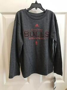 NWT adidas THE GO-TO TEE NBA Chicago Bulls Boys Long Sleeve Shirt Grey L-7 M12
