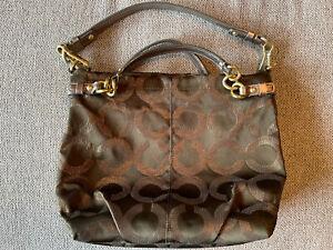 Coach Green Shoulder Purse w/ COA (Handbags, Pocketbooks, wallets etc)