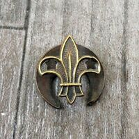 AUTHENTIC VINTAGE BRASS BOY SCOUTS LAPEL BADGE RARE BADEN POWELL 1940'S