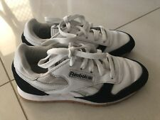 REEBOK CL CLASSIC Leather Boys Kids SHOES TRAINERS Size 3 Youth RRP $99.95