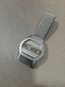 Reloj vintage Verni jump hour 1970´s.Movimiento manual.