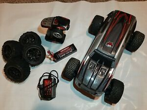 Redcat Racing BLACKOUT-XTE-PRO-SILVERSUV 1/10 Scale Electric Monster Truck