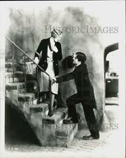 """Press Photo Charlie Chaplin and Virginia Cherrill in a scene from """"City Lights."""""""