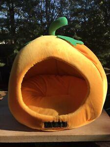 Nandog Pet Gear Halloween Pumpkin Cat/Dog Small Cave Nesting Fruit Shape Bed-NWT
