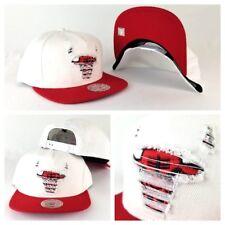 Mitchell & Ness NBA Chicago Bulls White / Red Distressed Logo snapback Hat Cap