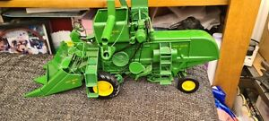 Ertl Prestige Collection John Deere 45 Combine 1:16