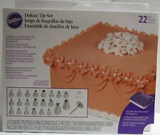 Wilton Industries Inc. 22 Piece Deluxe Tip Cake Cupcake Brownie Decorating Set