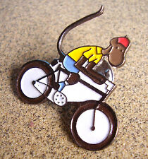 J59 / PIN'S SINGE A VELO / METAL EMAILLE / BABAR CHARACTERS 1990