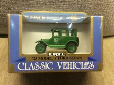 FORD MODEL T SALOON TAXI 1923 GREEN / BLACK ROOF 1:43 ERTL * BOXED *