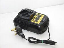 DEWALT DCB105 10.8V - 18V XR Lithium Battery Charger 230V completo e funzionante
