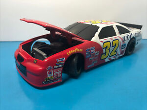 #32 Dale Jarrett Ford Taurus White Rain Die Cast Stock Car ACTION Nascar 1:24
