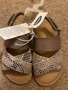 NWT Girls Old Navy Faux Leather Cross Strap Sandals Size 6