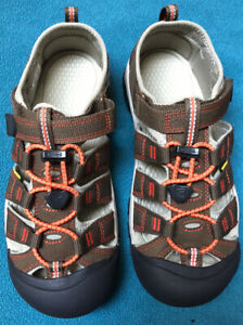 New Youth/kids Keen Newport 2 Sandals Darth Earth/Spicy Orange Size 5