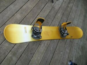 SALOMON UNIBODY 40  FR 157  61  INCH SNOWBOARD  WITH BURTON  FREE STYLE BINDINGS