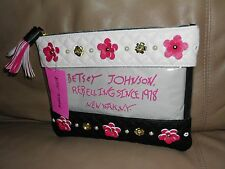 """""""NEW''  BETSEY JOHNSON DESIGNER CREAM/BLACK/CLEAR COSMO POUCH   $68"""