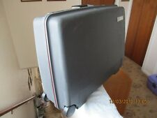 DELSEY HARDSHELL CASE, GREY ( WITH KEY No 410, ) COLLECTION NG10 5HA one owner