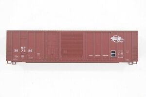HO Roundhouse Missouri Pacific (MP) 50ft Offset Combo Door Box Car Kit New