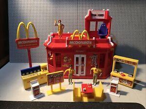 McDonald's Restaurant Play Place Drive Thru Playset W/ Figures Excellent Co.